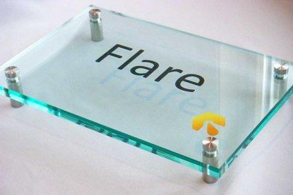 Офісна табличка з акрилу 1 см товщиною на дистанційних тримачах