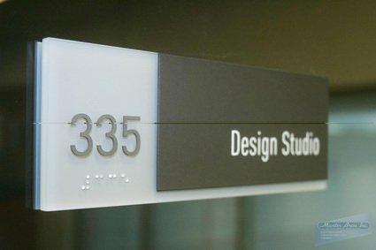Красиві офісні таблички на двері